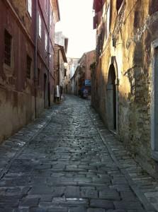 Strasse in Motovun, Kroatien